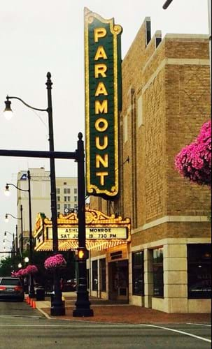 Exterior of the Paramount Theater in Ashland, KY