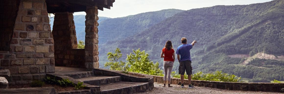 Couple at mountain overlook near Harlan Tri-Cities in Kentucky