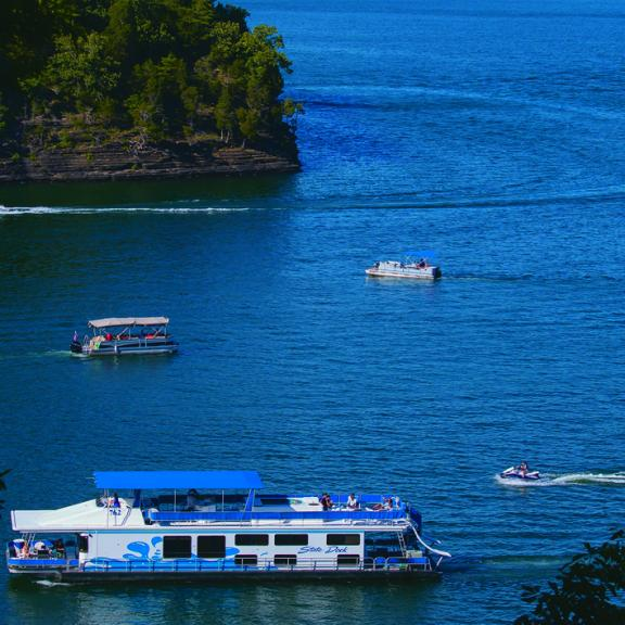 Multi-boat on Lake Cumberland