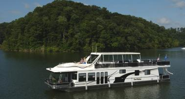 A houseboat sits on Lake Cumberland