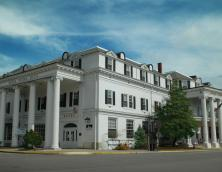 Historic Boone Tavern Hotel/Restaurant Photo