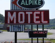 Alpike Inn and Suites Photo