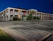 Campton Parkway Inn Photo