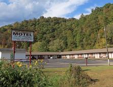 Lil' Abner Motel Photo
