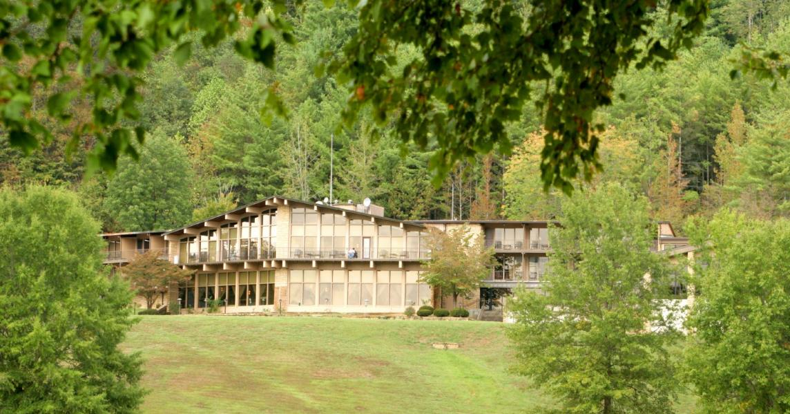 An exterior view of Kentucky's Buckhorn Lake Lodge