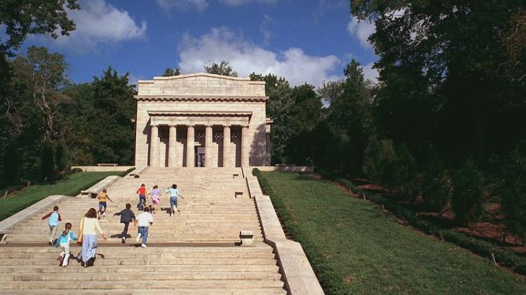 Children climb the steps at Abraham Lincoln Birthplace National Historical Park